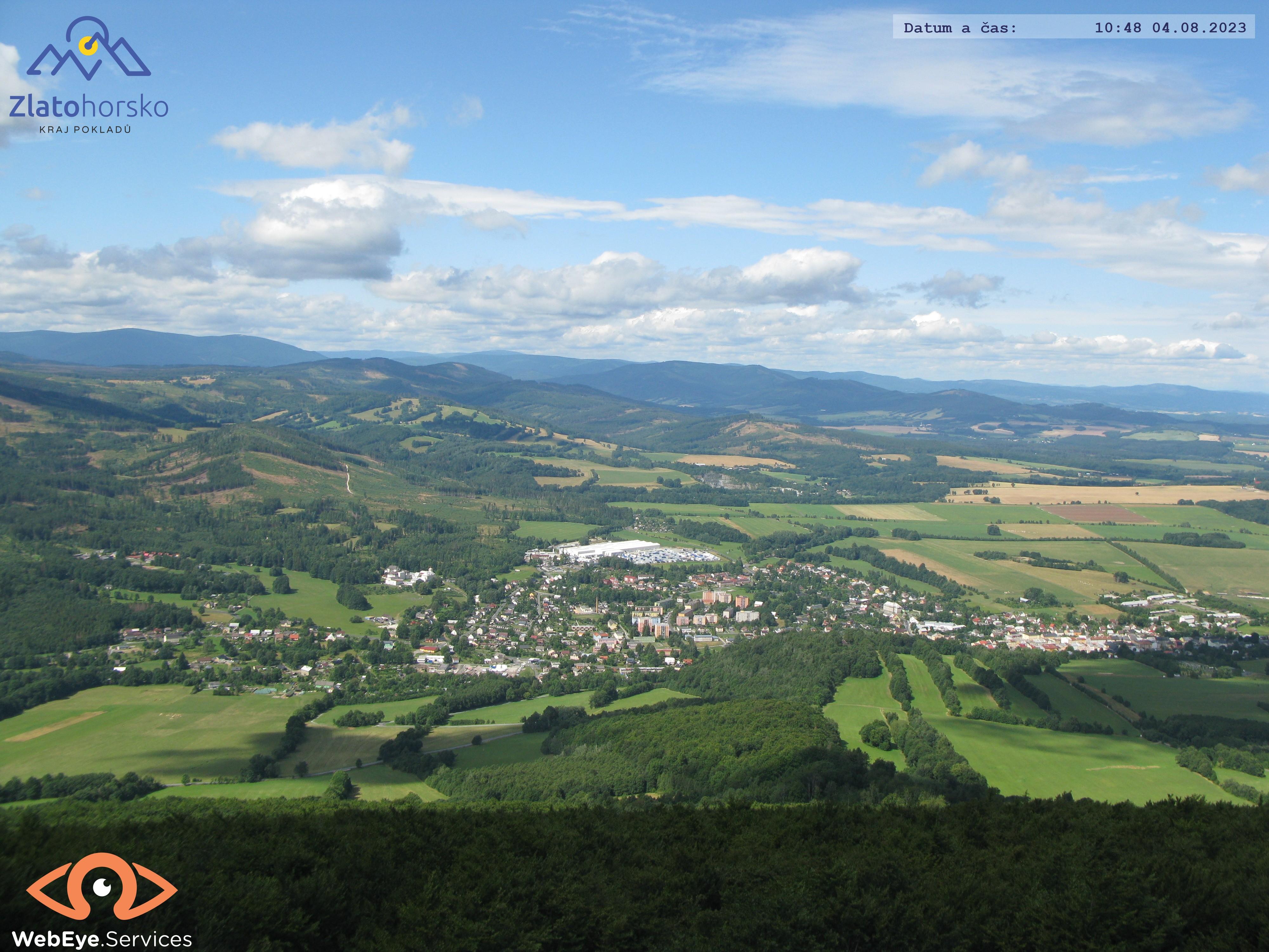 pohled z Biskupske kupy na mesto Zlate Hory